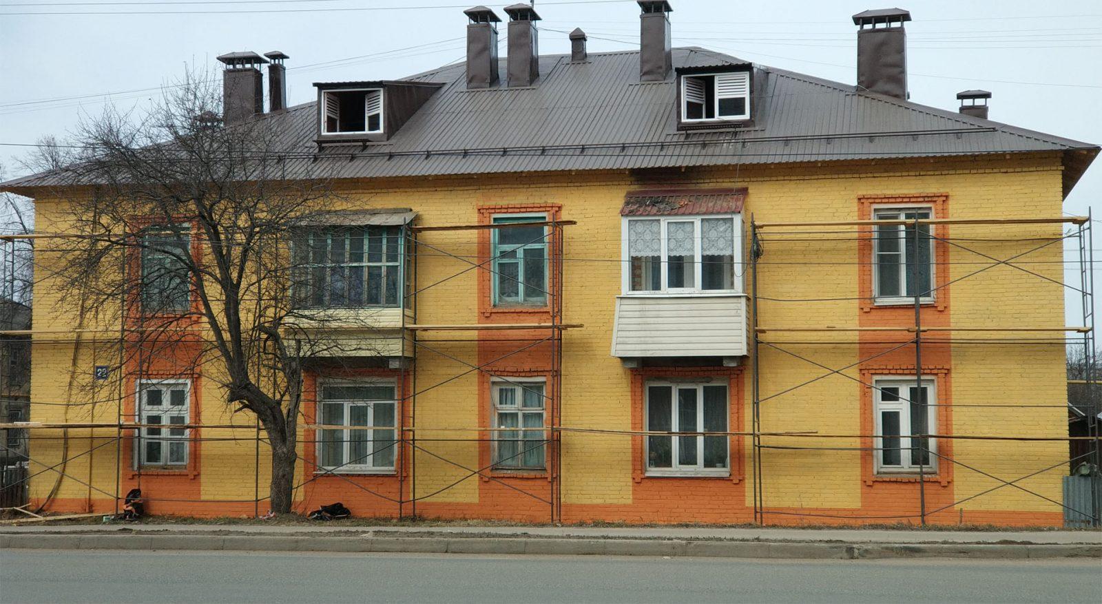 Капитальный ремонт кровли и фасадов дома по ул. Крылова 22